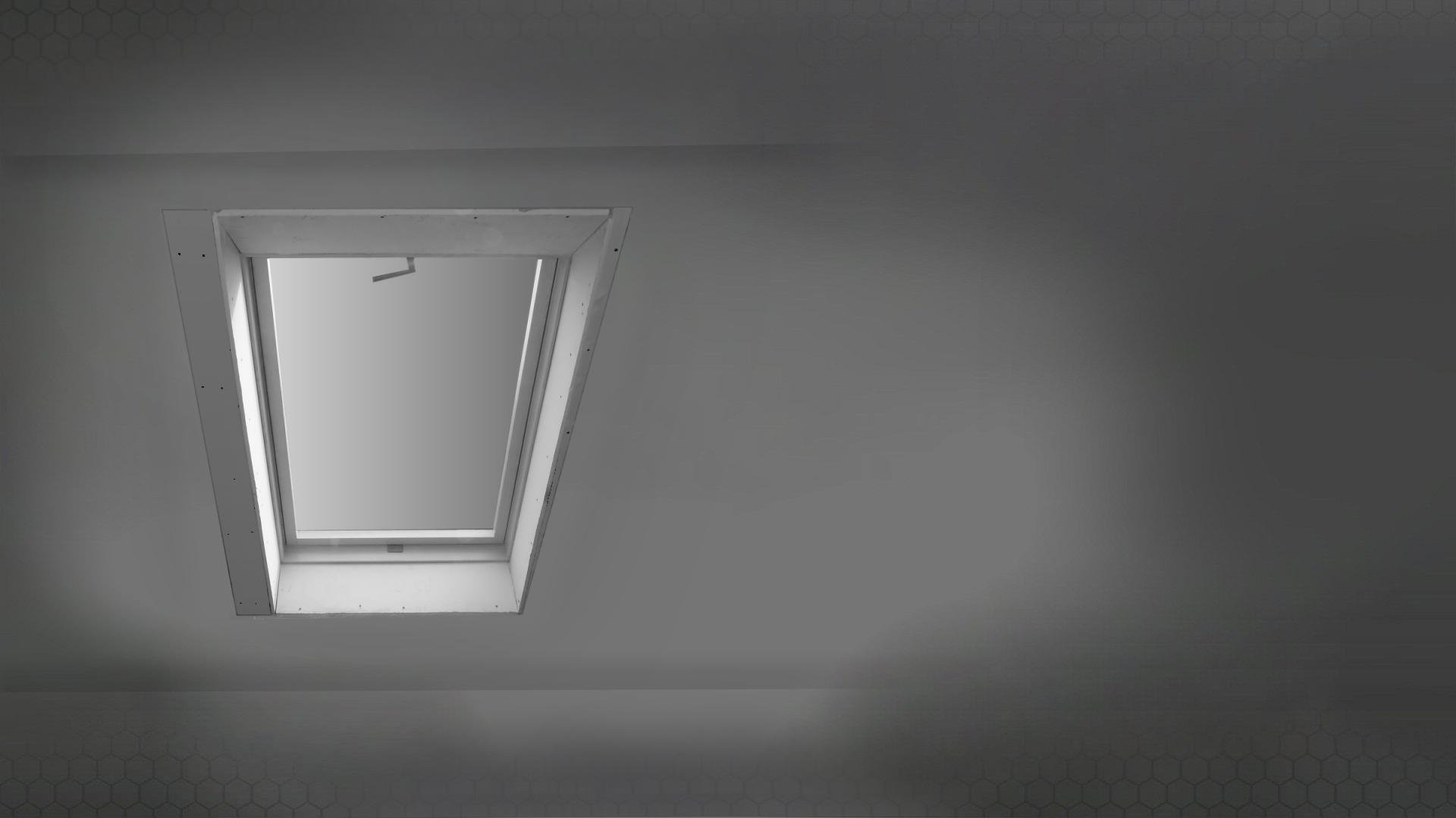 A tetőablak körüli belső burkolat helyreállítása.